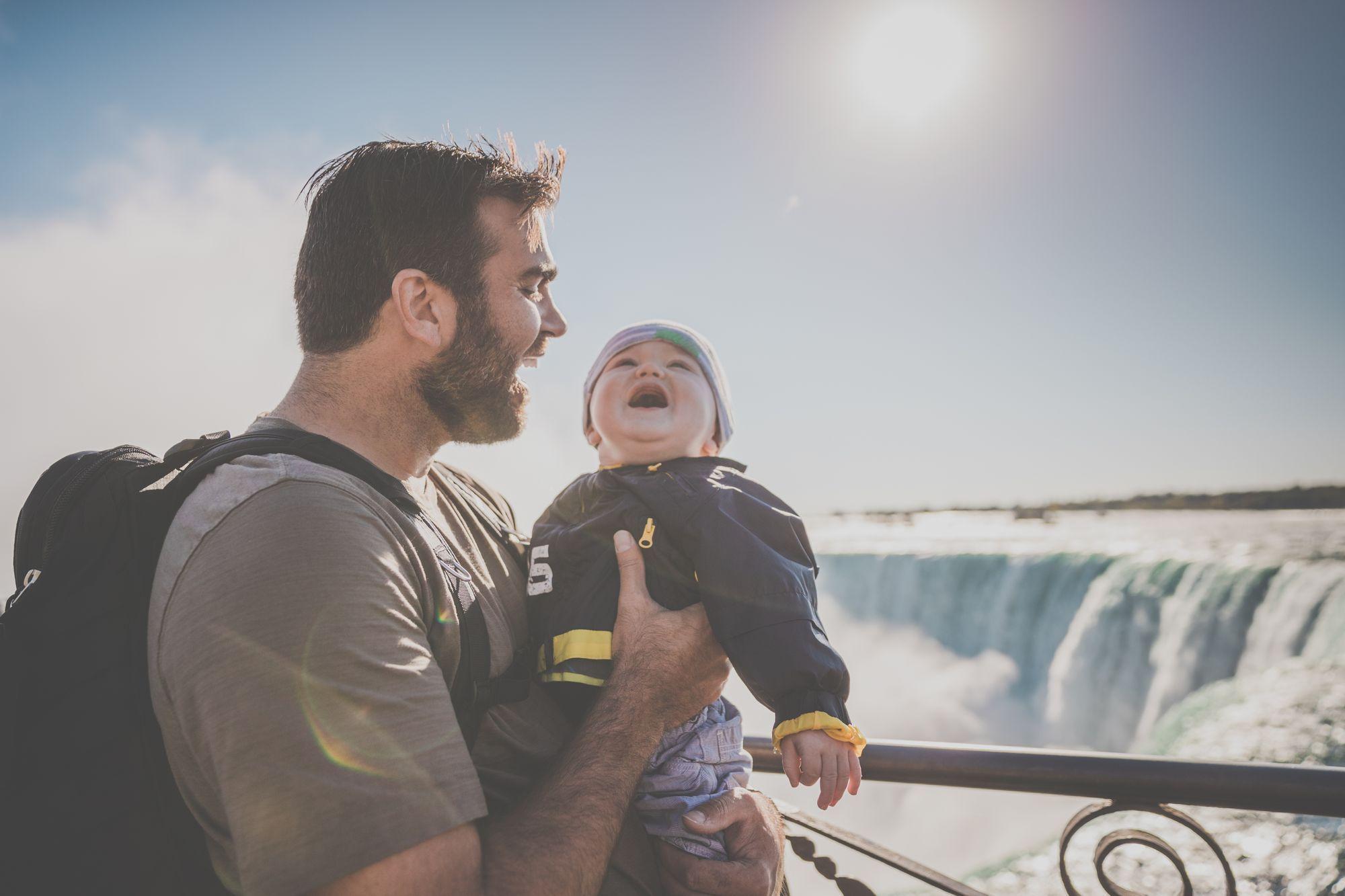 Kinder-Vater-Söhne-Urlaub-Haustausch-Familie-Ferien